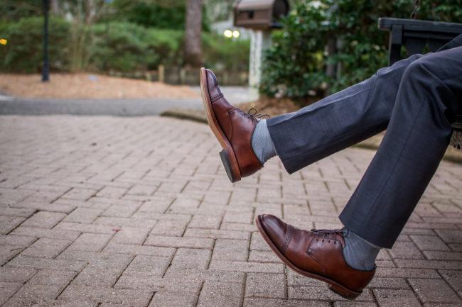 パンツの裾から覗く靴下